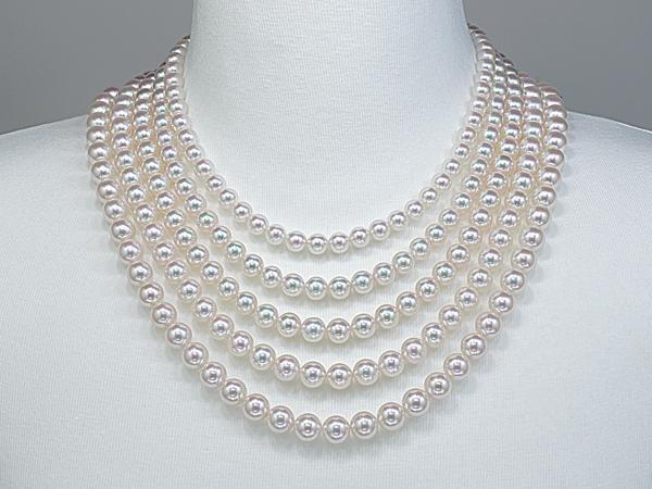 31757a10eb 例えばフォーマルなシチュエーションで年齢にそぐわないサイズの真珠ネックレスを着用していると、場違いな雰囲気になる可能性もあります。結局は本人の好みも考慮す  ...