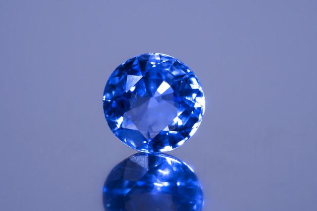 美しい青色が魅力のサファイアの原産地